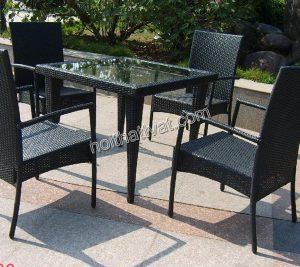 Chọn bàn ghế giả mây hay bàn ghế gỗ cho sân vườn của bạn!