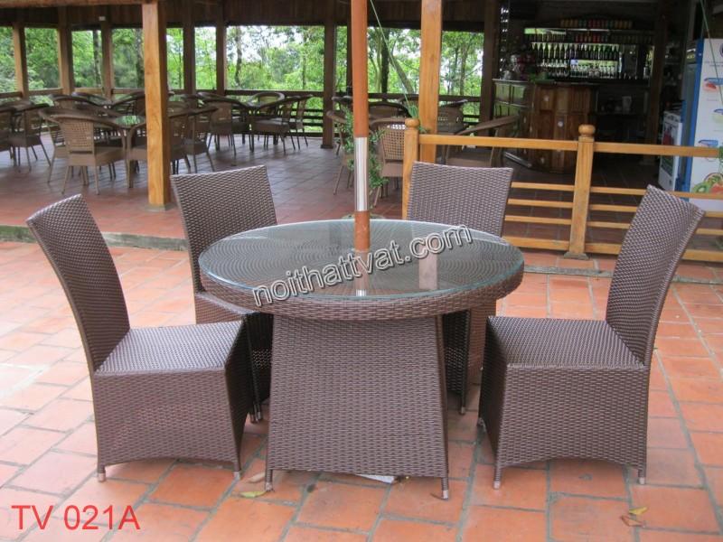 Lựa chọn bàn ghế nên hợp với phong cách của quán