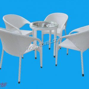 Tránh đặt bàn ghế đối diện với một số vị trí: nhà vệ sinh, cửa ra vào