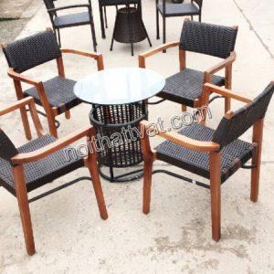 Kiểu dáng bàn ghế đơn giản cũng là gợi ý không tồi